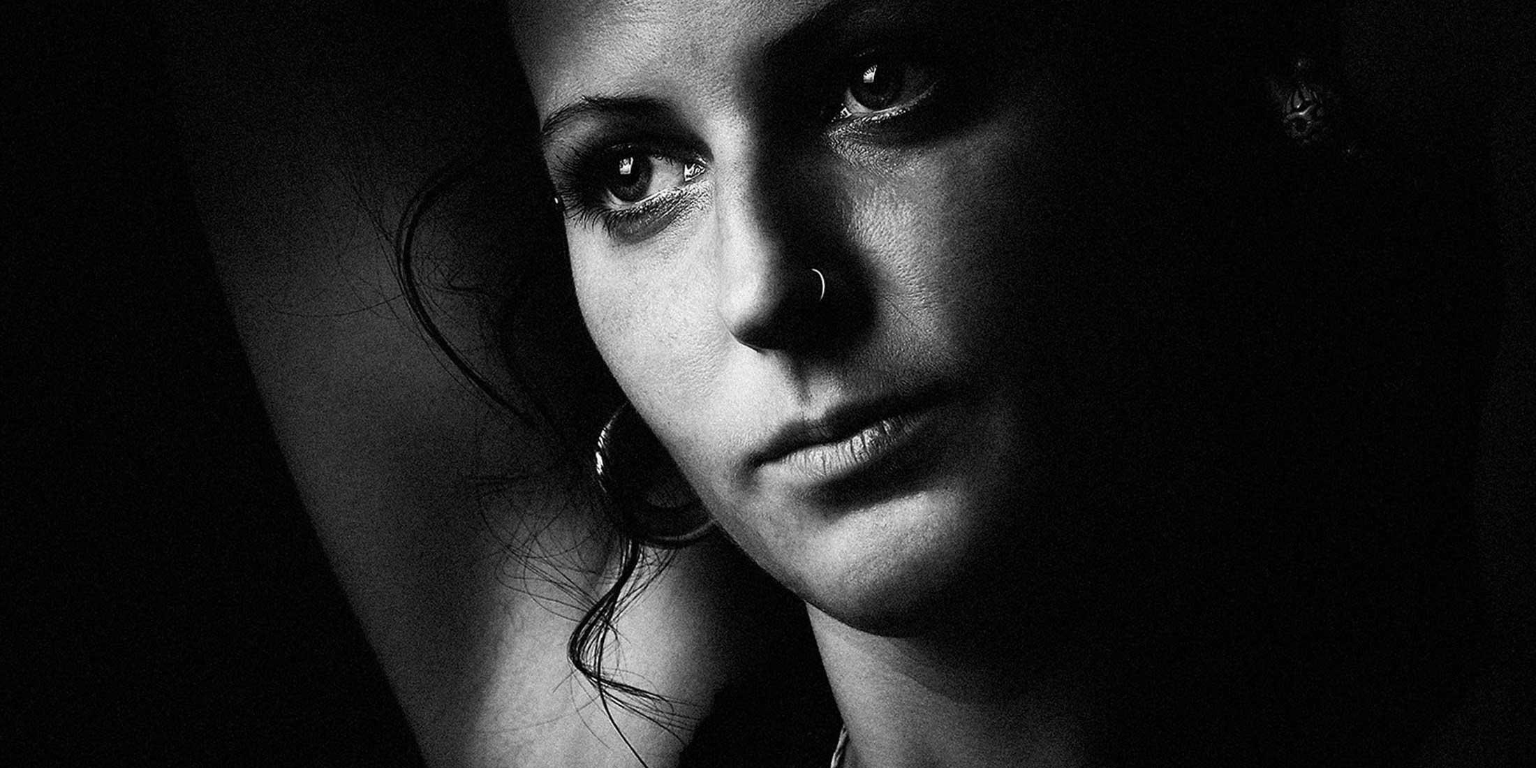 woman_model_eyes_detail_portrait_art