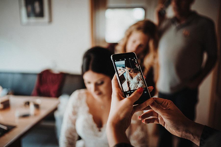 Hochzeit_Fotograf_Vorbereitung_Braut_Haare_Foto