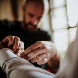 Hochzeitsfotograf_Vorbereitung_Braeutigam_Manschetten