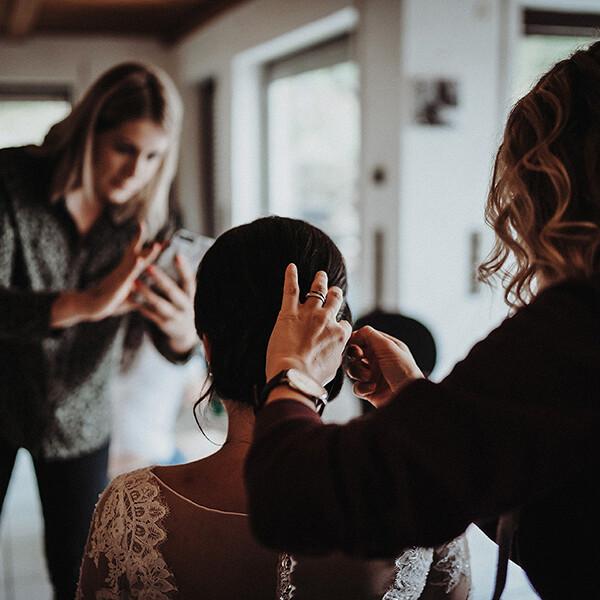 Hochzeitsfotograf_Vorbereitung_Braut_Haare_Foto