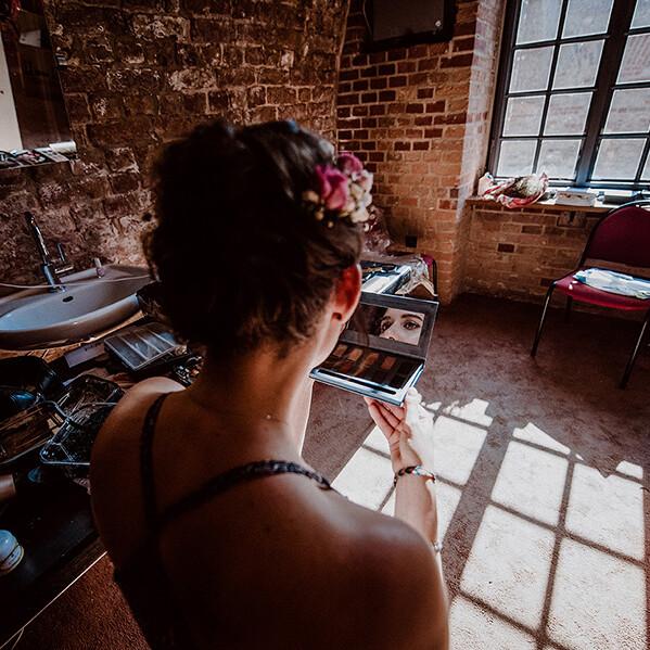 Hochzeitsfotograf_Vorbereitung_Braut_Make-up_Check