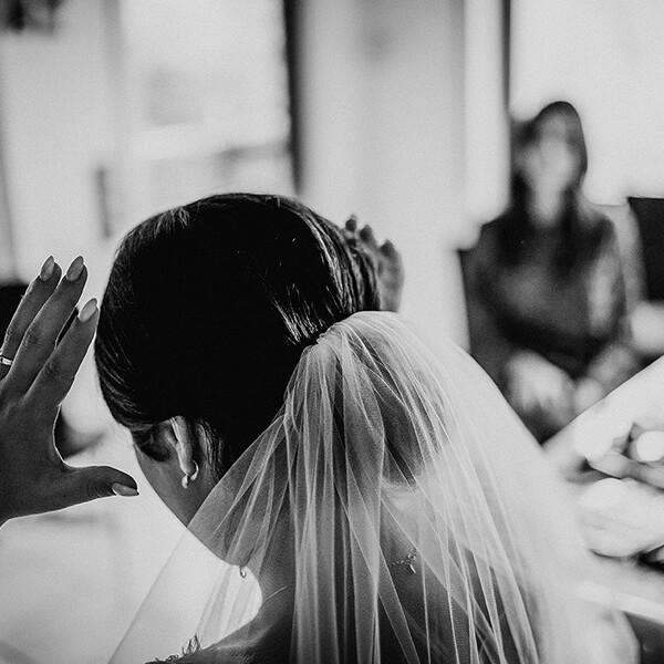 Hochzeitsfotograf_Vorbereitung_Braut_Schleier