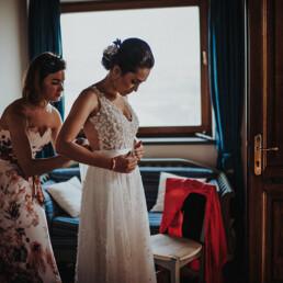 Hochzeitsfotograf_Vorbereitung_Braut_mit_Mutter