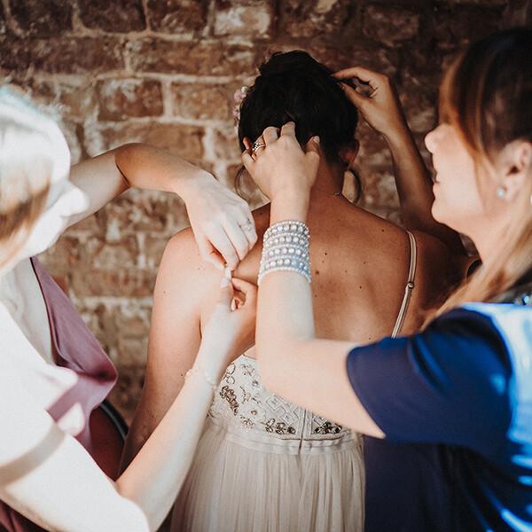 Hochzeitsfotograf_Vorbereitung_Hilfe_fuer_Braut