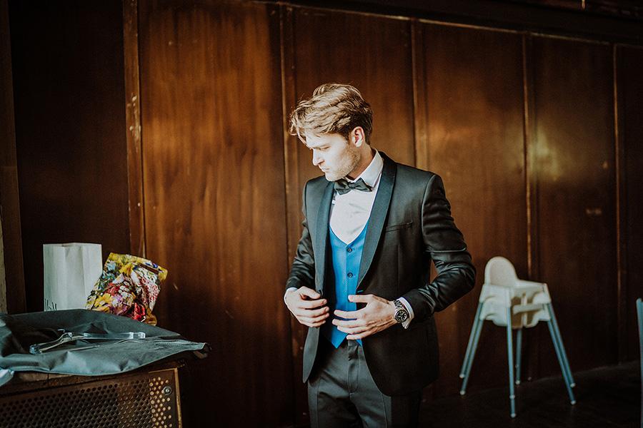 Hochzeitsfotograf_Vorbereitung_eleganter_Braeutigam