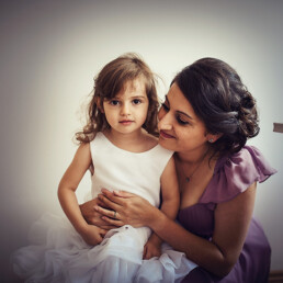 Wedding_getting_ready_bride_with_little_girl