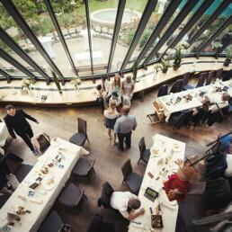 Empfang_braut_happy_gluecklich__farbe_kinder_garten_wedding_hochzeit_restaurant_kunst_restaurant_farbe