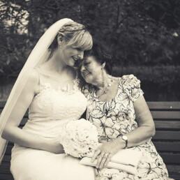Empfang_germania_sposa_firenze_toscana_italia_emanuele_pagni_matrimonio_fotografo_nonna_bianco_nero_SW_persone_amore