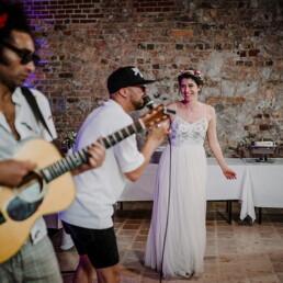 Hochzeitsfeier_Braut_Auftritt_Musik