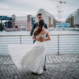 Hochzeitsfotograf_Berlin_Fotosession_Treptower_Park_Brautpaar