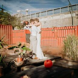 Hochzeitsfotograf_Berlin_Hochzeit_im_Osthafen_Brautpaar