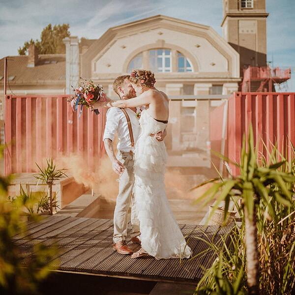 Hochzeitsfotograf_Berlin_Hochzeit_im_Osthafen_Brautpaar_Kuss