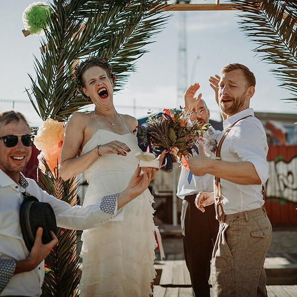 Hochzeitsfotograf_Berlin_Hochzeit_im_Osthafen_Brautpaar_nach_der_Zeremonie