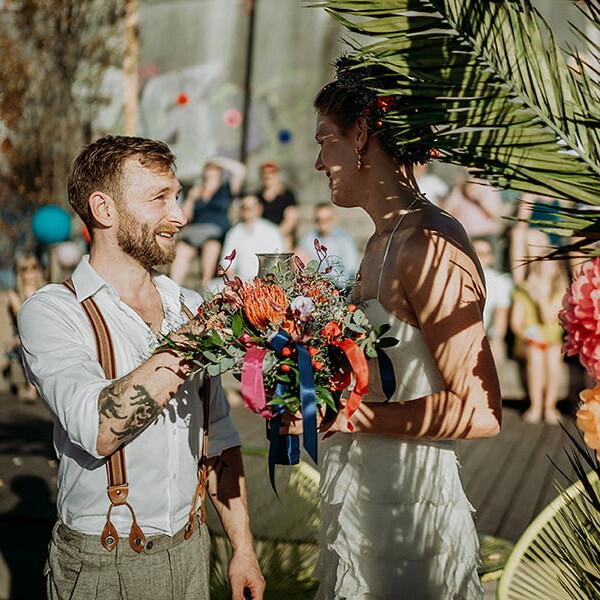 Hochzeitsfotograf_Berlin_Hochzeit_im_Osthafen_Zeremonie_Brautpaar
