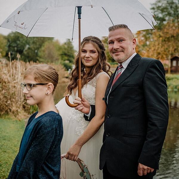 Hochzeitsfotograf_Braut_mit_Vater_vor_der_Hochzeit