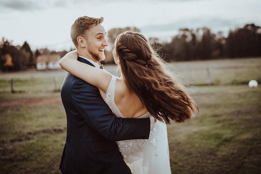 Hochzeitsfotograf_Fotosession_Brautpaar_Oldfashioned_Heben