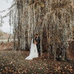 Hochzeitsfotograf_Fotosession_Brautpaar_romantisch_Weide