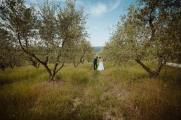 Hochzeitsfotograf_Fotosession_Brautpaar_romantisch_im_Obstgarten