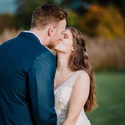 Hochzeitsfotograf_Fotosession_Brautpaar_romantischer_Kuss