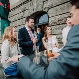 Hochzeitsfotograf_Fotosession_Hochzeitsgaeste_Empfang_draussen