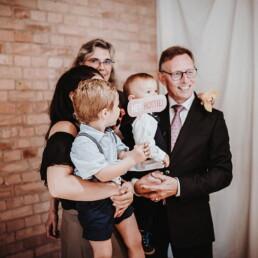 Hochzeitsfotograf_Fotosession_Hochzeitsgaeste_Familie