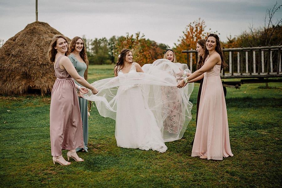 Hochzeitsfotograf_Fotosession_Hochzeitsgaeste_Frauen