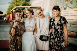 Hochzeitsfotograf_Fotosession_Hochzeitsgaeste_Freundinnen