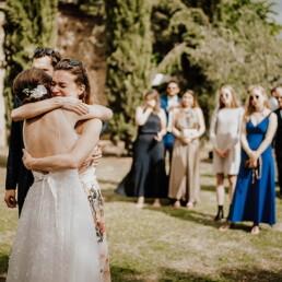 Hochzeitsfotograf_Hochzeitsempfang_Freunde_gratulieren