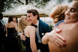 Hochzeitsfotograf_Hochzeitsempfang_Gaeste_gratulieren