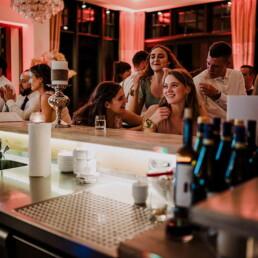 Hochzeitsfotograf_Hochzeitsfeier_Empfang_Bar