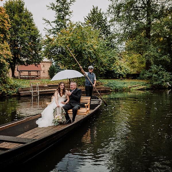 Hochzeitsfotograf_Zeremonie_Braut_Ankunft_mit_Boot
