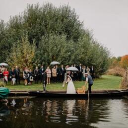 Hochzeitsfotograf_Zeremonie_Braut_Ankunft_mit_Boot_Ausstieg