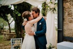 Hochzeitsfotograf_Zeremonie_Brautpaar_Kuessen