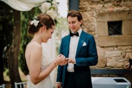 Hochzeitsfotograf_Zeremonie_Brautpaar_Ringe_anziehen