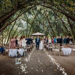 Hochzeitsfotograf_Zeremonie_im_Park_Brautpaar