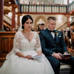 Hochzeitsfotograf_Zeremonie_in_einer_schoenen_Kirche_Braut