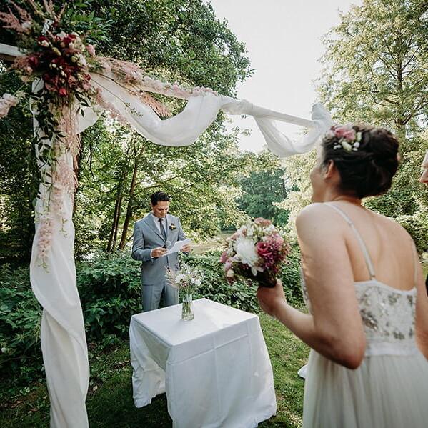 Hochzeitsfotograf_freie_Trauung_Braut_Braeutigam_vor_der_Zeremonie
