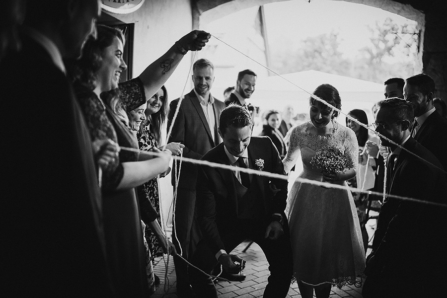 Hochzeitsfotografie_Brautpaar_nach_der_Zeremonie_Brauch