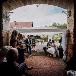 Hochzeitsfotografie_Zeremonie_Brautpaar_Auftritt_Familie