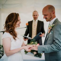 Hochzeitsfotografie_Zeremonie_Brautpaar_Ehegeluebde