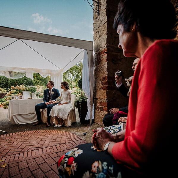 Hochzeitsfotografie_Zeremonie_Brautpaar_Familie