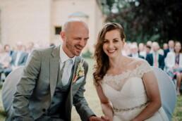 Hochzeitsfotografie_Zeremonie_Brautpaar_Laecheln