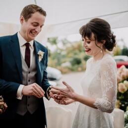 Hochzeitsfotografie_Zeremonie_Brautpaar_Ringtausch