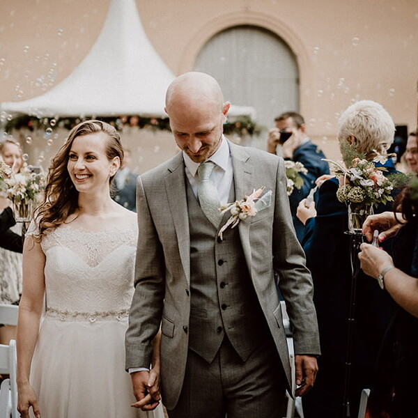 Hochzeitsfotografie_Zeremonie_Brautpaar_nach_Ehegeluebde