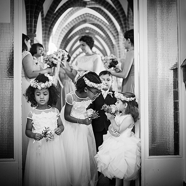 Hochzeitsfotografie_vor_der_Zeremonie_Kinder_Gr_multi-kulti_sw