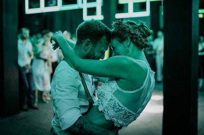 Wedding_photographer_green_light