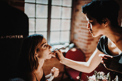 Wedding_photographer_painting_with_light