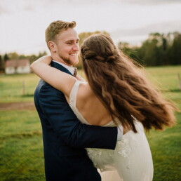 Wedding_photographer_photosession_bride_and_groom_in_arms