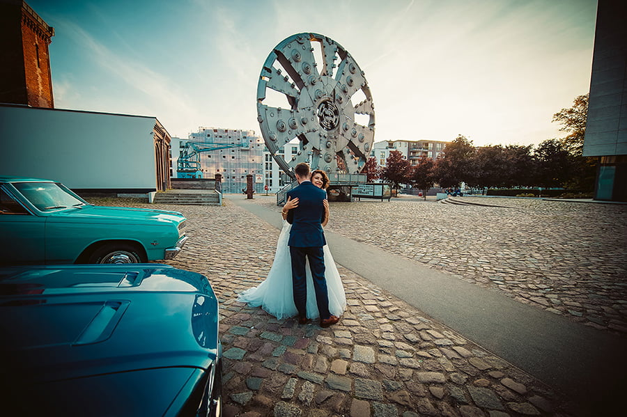 Wedding_photographer_photosession_bride_and_groom_industrial