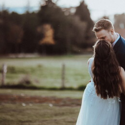 Wedding_photographer_photosession_bride_and_groom_whispering